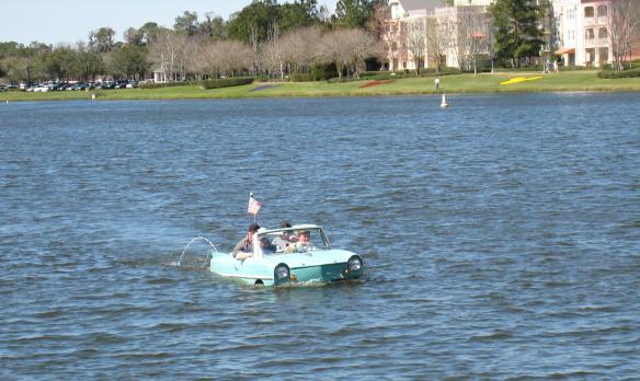 amphibcar-afloat